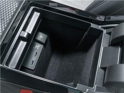Land Rover Range Rover Evoque (2020) бокс с розетками
