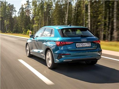 Audi A3 (2021) вид сзади
