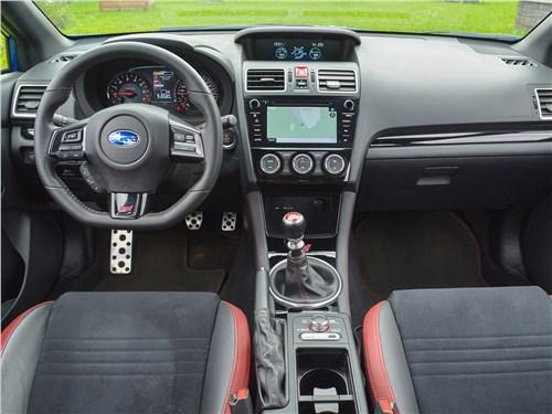 Subaru WRX STI (2018) салон