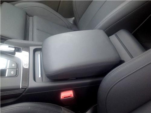 Audi SQ5 3.0 TFSI 2018 центральный подлокотник