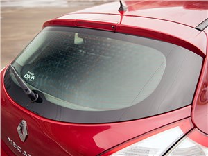 Renault Megane 2010 заднее стекло