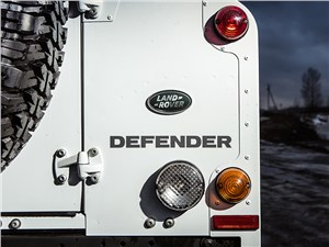 "Land Rover Defender 110 2012 задний ""огни"""
