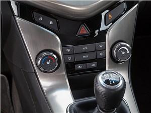 Chevrolet Cruze SW 2013 органы управления климатической установкой