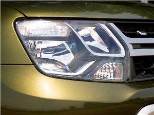 Renault Duster 2015 передняя фара
