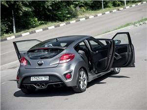 Hyundai Veloster 2016 вид сзади сверху