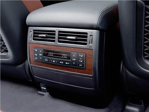 Toyota Land Cruiser 2016 климатическая установка для второго ряда