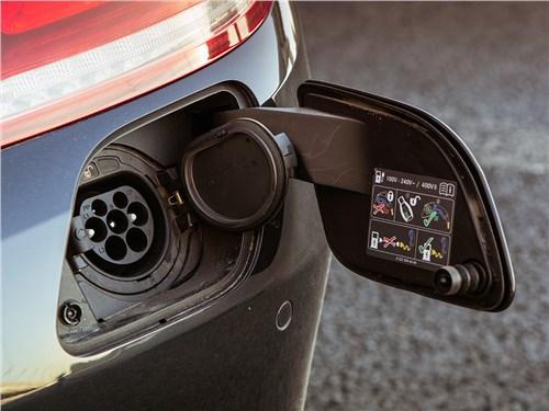 Mercedes-Benz S500 E Plug-In Hybrid 2015 розетка для зарядки от сети