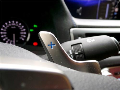 Lexus GS F 2016 подрулевые «лепестки»