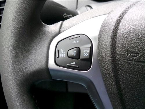 Ford EcoSport 2013 кнопки управления аудиосистемой