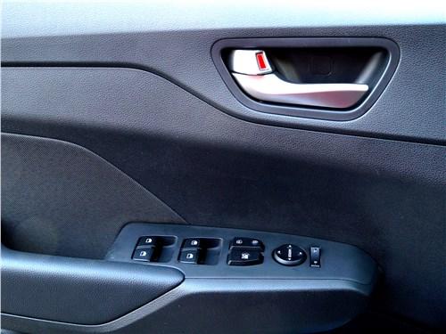 Hyundai Solaris 2017 внутренняя панель двери