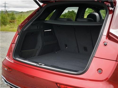Audi SQ5 3.0 TFSI 2018 багажное отделение