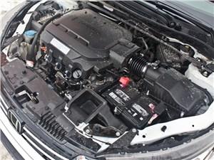 Атмосферный двигатель - в американской спецификации, поэтому его можно заправлять 92-м