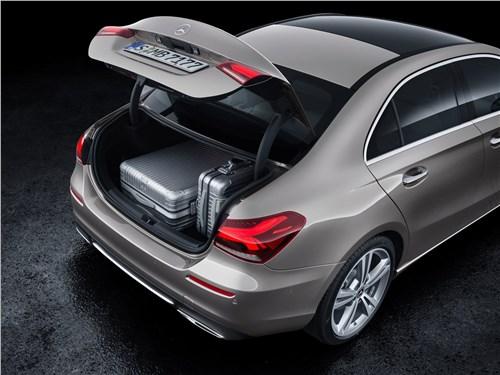 Предпросмотр mercedes-benz a-class 2019 багажное отделение