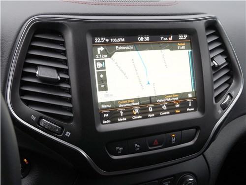 Предпросмотр jeep cherokee 2019 центральный сенсорный цветной дисплей