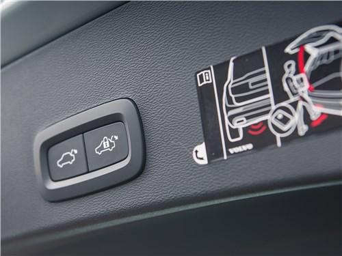 Volvo XC40 2018 кнопки на пятой двери