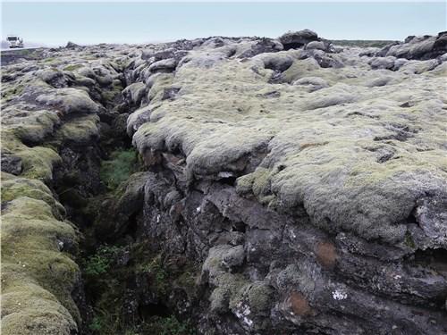 Нередкие разрывы земной коры сформированы движением Евразийской и Северо-Американской тектонических плит