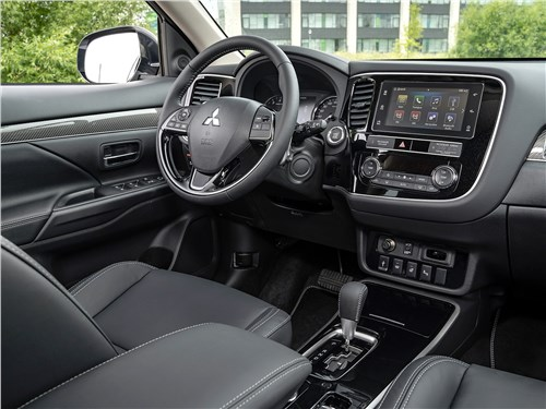 Mitsubishi Outlander 2018 салон