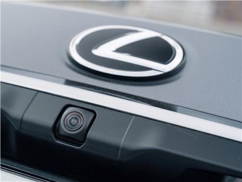Lexus ES 2019 камера заднего вида
