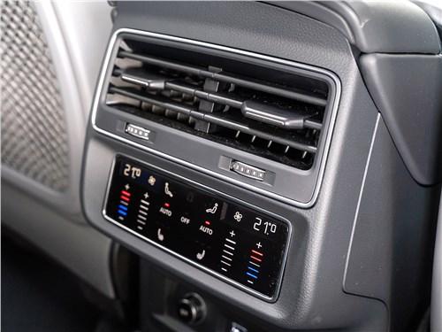 Audi Q8 2019 климат контроль для второго ряда