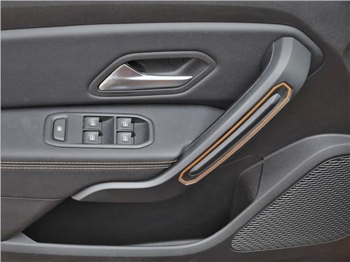 Renault Duster (2021) дверь