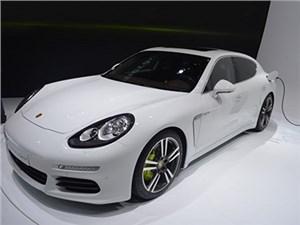 Новость про Porsche Panamera - Porsche выпустит модификацию седана Panamera с двигателем от 918 Spyder