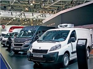 Peugeot и Citroen показали в Москве обновленные версии своих легких грузовиков
