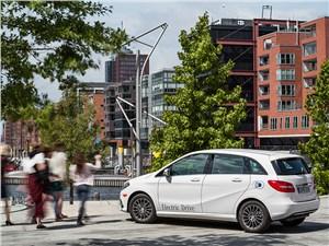 Mercedes-Benz B-Class Electric Drive 2014 вид справа сзади