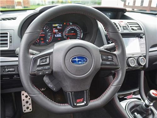 Subaru WRX STI (2018) руль