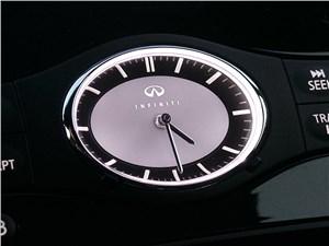 Infiniti QX70 2015 часы