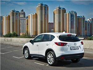 Mazda CX-5 вид сзади сбоку