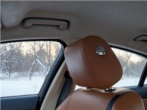 Jaguar XF 2011 подголовник