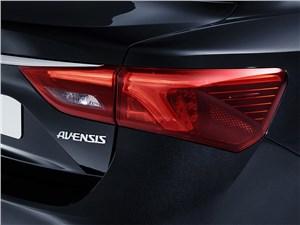 Предпросмотр toyota avensis универсал 2015 задний фонарь