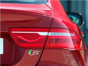 Jaguar XE 2015 задний фонарь