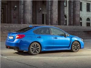 Subaru WRX 2015 вид сзади сбоку