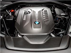 Предпросмотр bmw 7-series 2016 двигатель