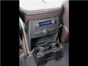 Предпросмотр cadillac escalade 2009 консоль управления для задних пассажиров