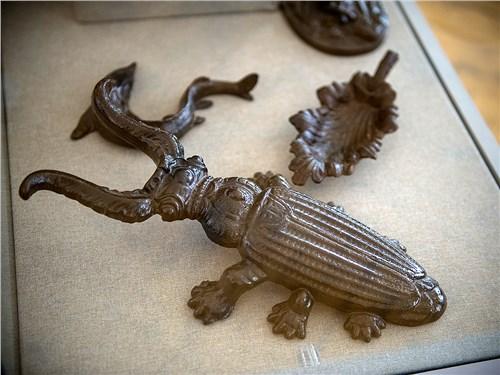 Чугунный жук, отлитый на заводе в Гусь-Железном, – приспособление для снятия обуви