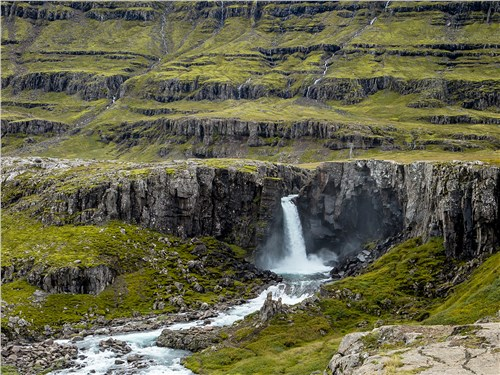 Из-за постоянных дождей рек и водопадов в Исландии не счесть