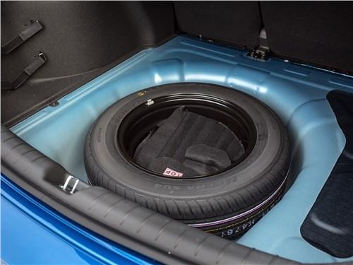 Hyundai Solaris 2017 запасное колесо