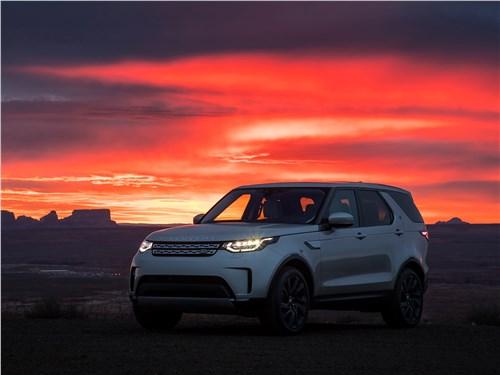 Land Rover Discovery 2017 на закате