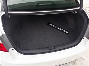 Багажник огромный - его объем составляет 495 литров...