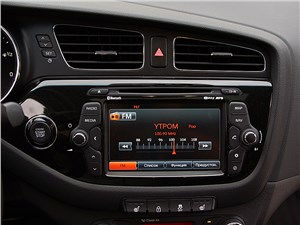 Предпросмотр kia cee'd 2012 хэтчбек мультимедиацентр в режиме настройки радио