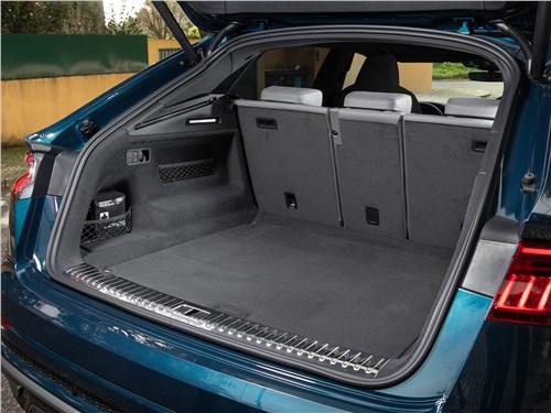 Audi Q8 2019 багажный отсек