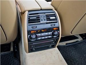 BMW 7 series 2013 климат-контроль заднего ряда