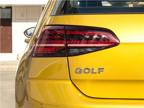 Volkswagen Golf 2017 задний фонарь