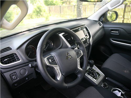 Mitsubishi L200 2020 салон