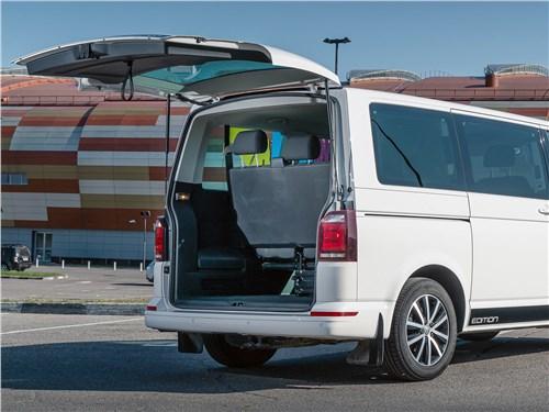 Volkswagen Caravelle 2015 багажное отделение