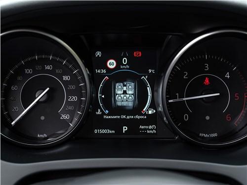 Jaguar E-PACE 2018 приборная панель