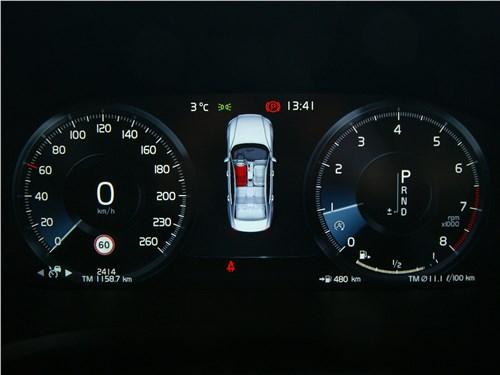 Volvo S60 2019 приборная панель