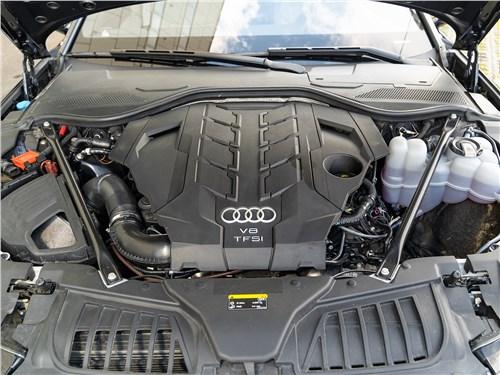 Audi A8 2018 моторный отсек